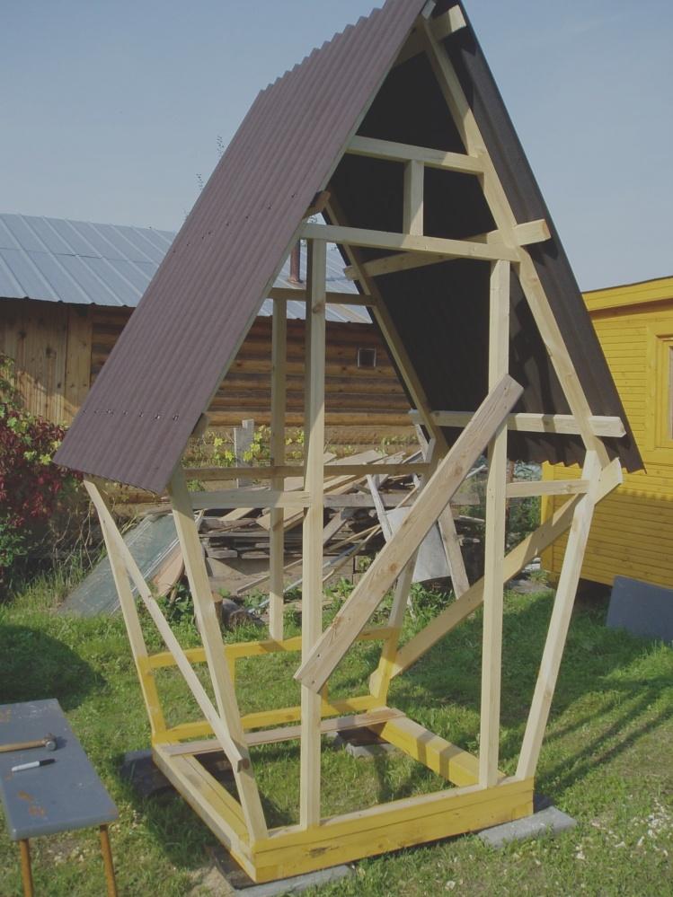 Построить туалет типа шалаш на даче своими руками